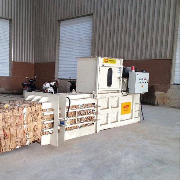 semi-automatic-balers-with-open-gate-3.jpg