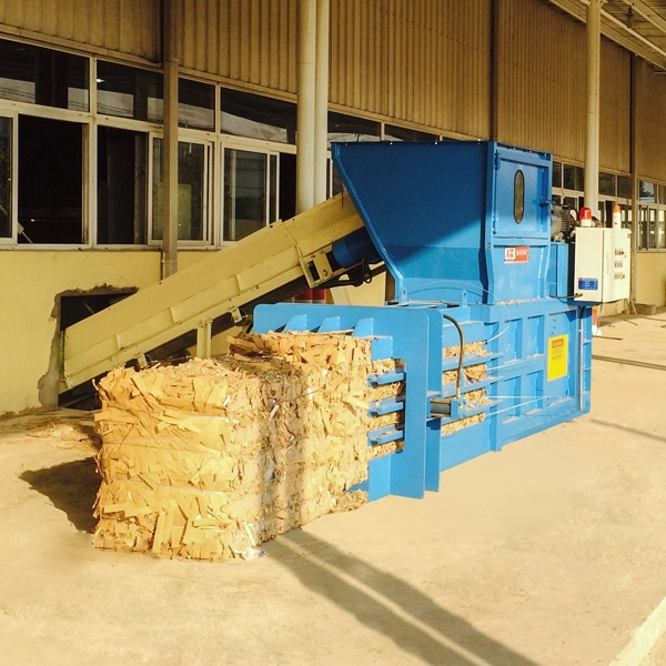 semi-automatic-balers-with-open-gate-4.jpg